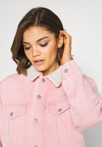 Levi's® - TRUCKER - Denim jacket - chalky blush - 5