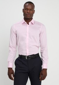 OLYMP Level Five - OLYMP LEVEL 5 BODY FIT - Formal shirt - pink - 0