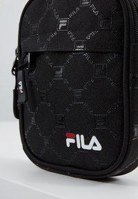 Fila - NEW PUSHER BAG BERLIN - Taška spříčným popruhem - black - 8