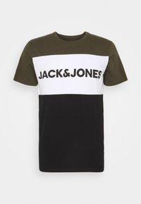 Jack & Jones - JJELOGO BLOCKING TEE - T-shirt con stampa - forest night - 4