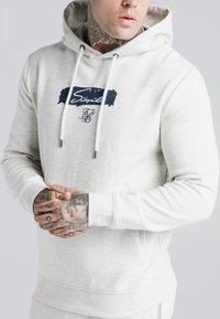 SIKSILK - OVERHEAD HOODIE - Sweatshirt - light grey - 4