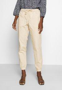TOM TAILOR DENIM - UTILITY TRACK PANTS - Trousers - sand beige - 0