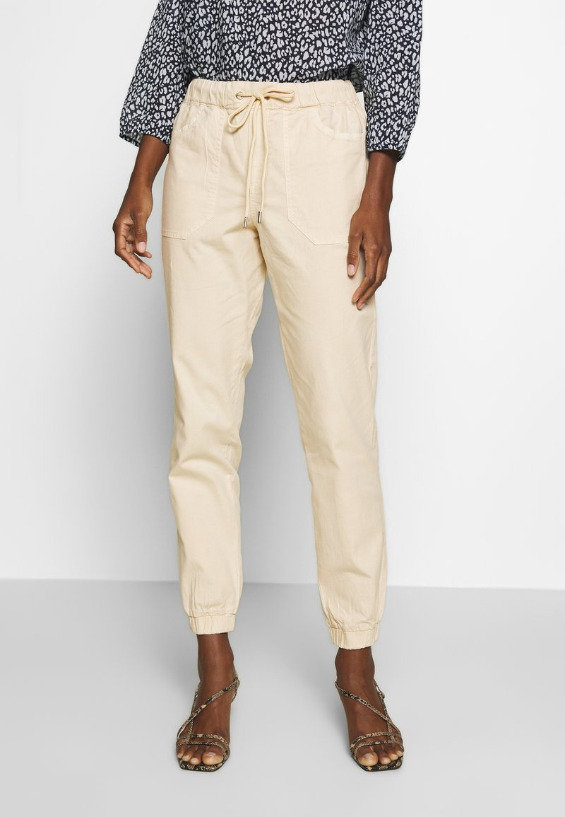 TOM TAILOR DENIM - UTILITY TRACK PANTS - Trousers - sand beige