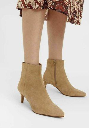 BIADAGGI - Boots à talons - lightbrown