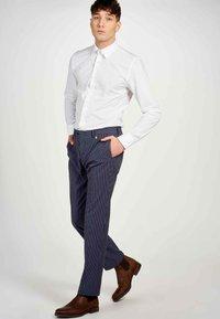 MDB IMPECCABLE - Trousers - dark blue - 4