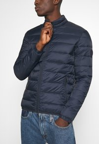 Jack & Jones - JJEMAGIC PUFFER COLLAR  - Light jacket - navy blazer - 5