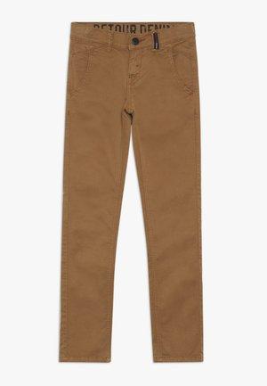 LUCIO - Chino kalhoty - dark camel