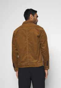 The North Face - BERKELEY OVERSHIRT UTILITY - Training jacket - utility brown - 2