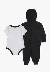 Nike Sportswear - SPLIT FUTURA PANT BABY SET - Body - black heather - 1