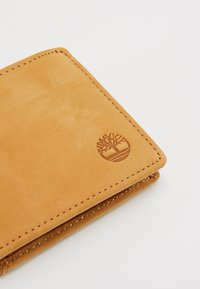 Timberland - PASSCASE WITH COIN POCKET - Portfel - wheat - 2