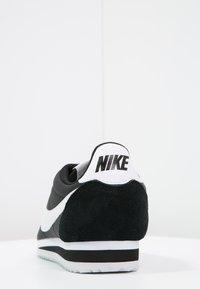 Nike Sportswear - CLASSIC CORTEZ - Baskets basses - black/white - 3