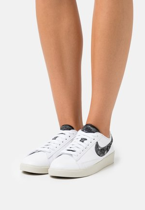 BLAZER - Sneakers laag - white/black/light bone