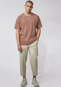 Tigha - ARNE VINTAGE - Basic T-shirt - vintage mahogany - 1