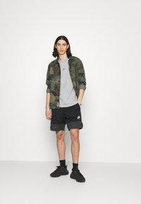 Nike Sportswear - TEE PREMIUM ESSENTIAL - T-paita - grey heather - 1