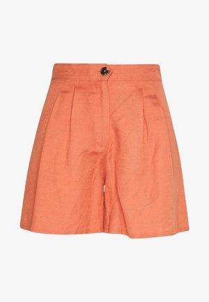 FERGIE - Shorts - cedar wood