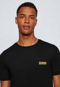 BOSS - Basic T-shirt - black - 3