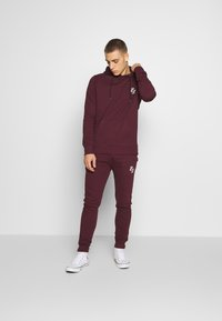 CLOSURE London - SIGNATURE TRACKSUIT  - Hoodie - port - 1