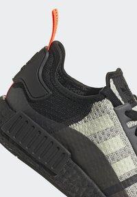 adidas Originals - NMD_R1 - Sneakers basse - halo green/core black/semi solar red - 8