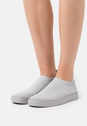 Mocassins - light grey