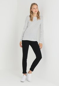 Zalando Essentials Tall - Long sleeved top - offwhite/dark blue - 1
