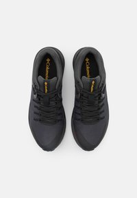 Columbia - TRAILSTORM WATERPROOF - Chaussures de course - dark grey/bright gold - 3