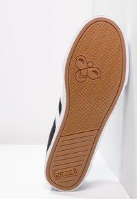 Hummel - SLIMMER STADIL - Sneakers basse - black/white - 4