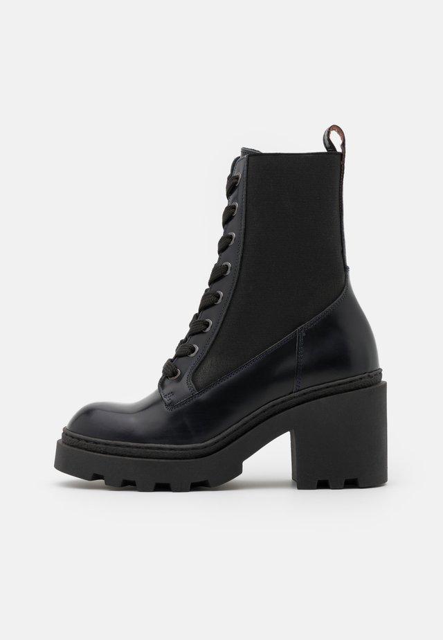 CALISTA - Kotníkové boty na platformě - navy blue