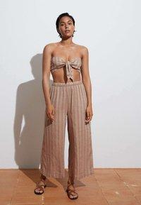 OYSHO - Trousers - brown - 1