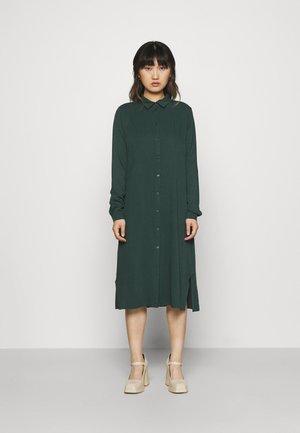VIDANIA BELT SHIRT DRESS - Gebreide jurk - darkest spruce
