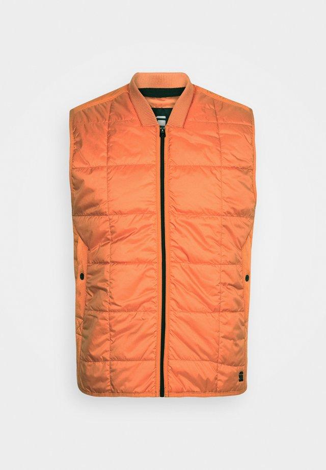 QUILTED VEST - Waistcoat - namic lite/acid orange