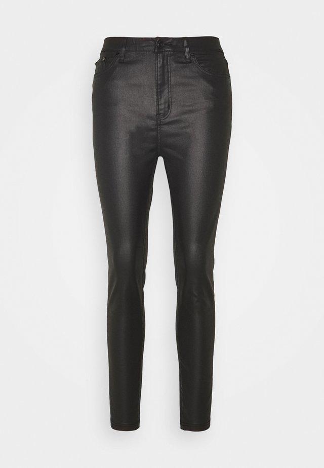 WET LOOK SKINNY - Pantalones - black