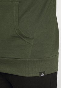 Newport Bay Sailing Club - CORE HOOD - Sweat à capuche - khaki - 5