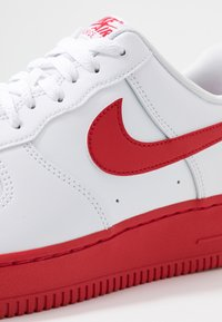 Nike Sportswear - AIR FORCE 1 '07 BRICK - Sneakersy niskie - white/university red