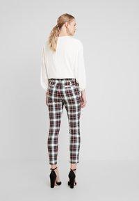 GAP - ANKLE ZIPPER HOLIDAY - Trousers - tartan - 3
