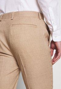 Topman - DAX DENZEL - Pantaloni eleganti - stone - 5