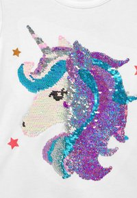 Lindex - FLIP SEQUINS UNICORN - Print T-shirt - light dusty white - 2