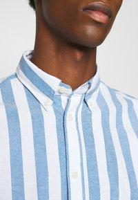 Selected Homme - SLHREGWIDE STRIPE - Košile - light blue - 5