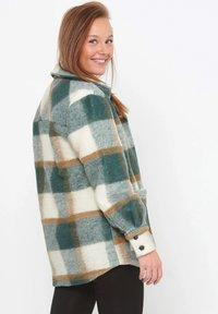 Noella - VIKSA - Short coat - green camel - 2