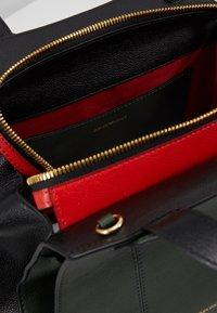 Emporio Armani - TOTE BAG - Håndtasker - khaki - 4
