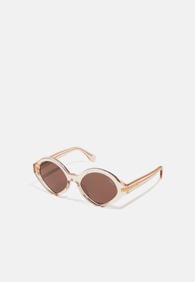 NEW YORK - Sluneční brýle - transparent peach