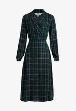 CHECK WRAP DRESS - Hverdagskjoler - blue