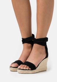 Fabienne Chapot - SELENE WEDGE - Sandály na platformě - black - 0
