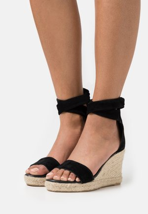 SELENE WEDGE - Sandály na platformě - black