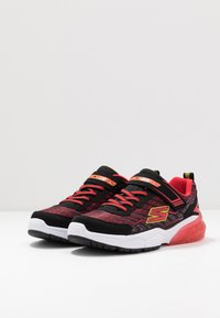 Skechers - THERMOFLUX 2.0 - Tenisky - black/red/lime - 2