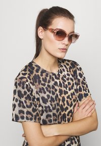 Michael Kors - Sunglasses - pink