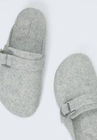 OYSHO - Slippers - grey - 4