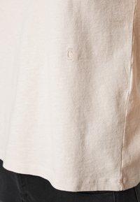 CLOSED - Basic T-shirt - lychee - 4