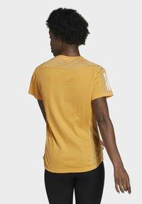 adidas Performance - OWN THE RUN T-SHIRT - T-shirt con stampa - orange - 1