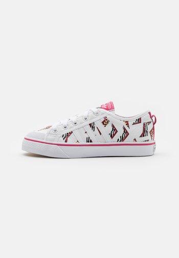 NIZZA UNISEX - Trainers - footwear white/wild pink