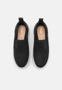 Clarks - TRI FLASH STEP - Matalavartiset tennarit - black - 5